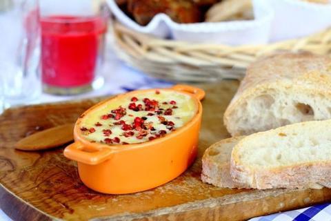 К празднику обязательно готовлю нежный паштет из телячьей печени с фисташками: блюдо, которое обожает вся семья