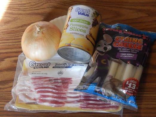 Сочные колечки для идеального барбекю: понадобятся бекон, сыр и ананасы