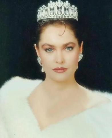 Великолепная Сафие Султан. Как Хюлья Авшар выглядела в молодости, и в чем секрет ее неувядающей красоты