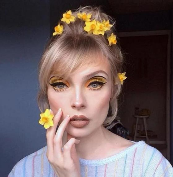 Примеряем яркий образ, чтобы наконец сменить аватарку в Instagram: 9 мейкап-идей