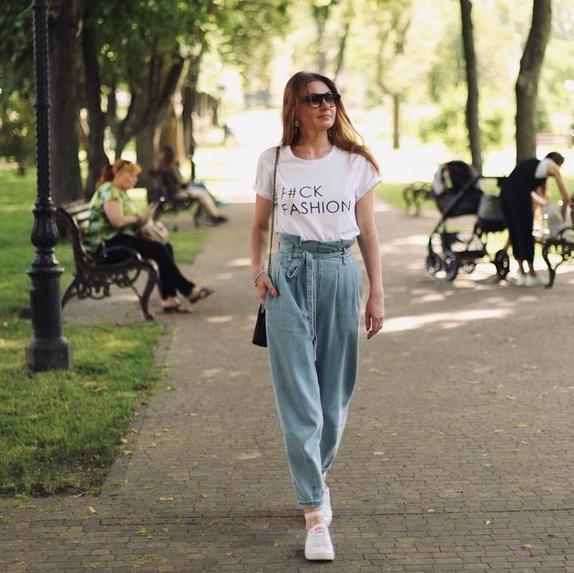 Как быть стильной после 40: реальные примеры того, как носить джинсы, модные в 2020 (фото готовых образов)