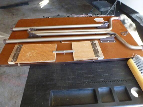 Долго не могла подобрать стол для швейной машины, но муж придумал, как переделать обычный: получилось очень удобно