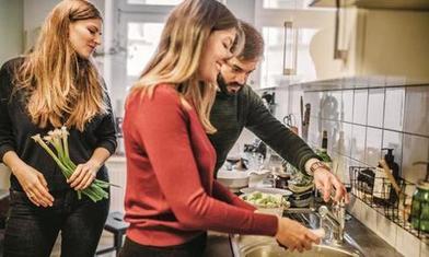 «Я слишком стеснительная и нервная!»: причина, почему некоторые люди предпочитают отсидеться на кухне в социальных ситуациях