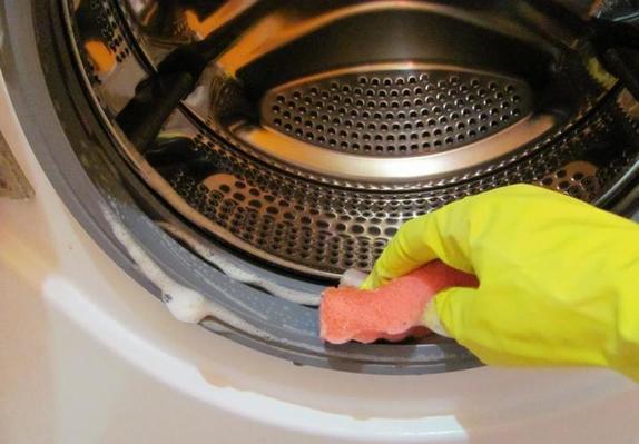 Бабушкина старенькая стиралка работает лучше, чем моя новая: она чистит ее копеечным средством