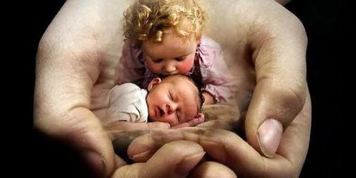 Мама каждый вечер у кроватки читала молитву, чтобы защитить меня: я ей благодарна. Теперь читаю ее своим детям