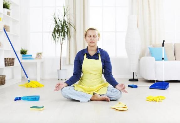 Кухня - каждый день, спальня - раз в неделю: как часто нужно делать уборку в каждой комнате вашего жилья