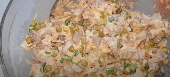 Когда нужно быстро приготовить ужин, делаю пудинг из куриного мяса и овощей: рецепт