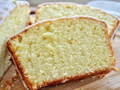 Простой лаймовый бисквит – сладкий и кисленький одновременно. Добавьте сок лайма прямо в тесто, а потом еще и в глазурь