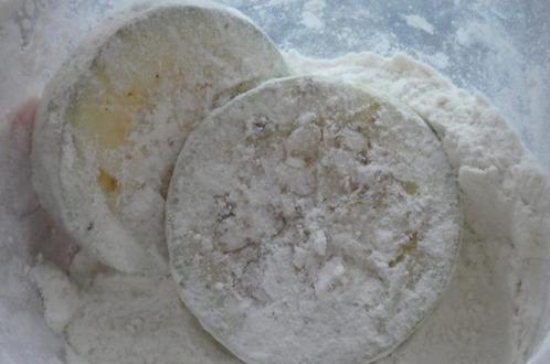 Сытно, вкусно и полезно: летом часто готовлю кабачковый торт с помидорами и сыром (рецепт)