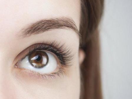 Откажитесь от водостойкой туши: 5 способов отрастить длинные ресницы, по мнению косметологов
