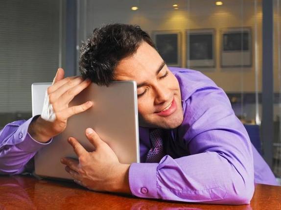 Задать првоокационный вопрос: как вести себя в интернете, чтобы понять, стоит ли строить отношения с человеком