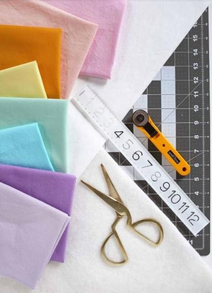 Сделала для малыша красочное стеганое одеяло: с шитьем справится и новичок
