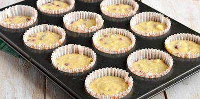 Мой коронный летний десерт. Нежные кексы с красной смородиной на молоке и растительном масле