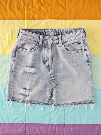 Из старых джинсов я сделала базовую джинсовую юбку: очень простой способ, и получается аккуратно