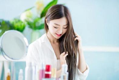 Серум можно нанести на влажные волосы, но не на кожу головы, и другие правила его использования