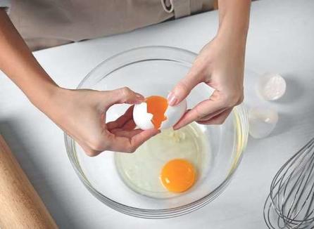 Целую неделю у меня жил друг повар. Он заметил, что я делаю все возможное, чтобы испортить свой завтрак: он дал советы, как это исправить