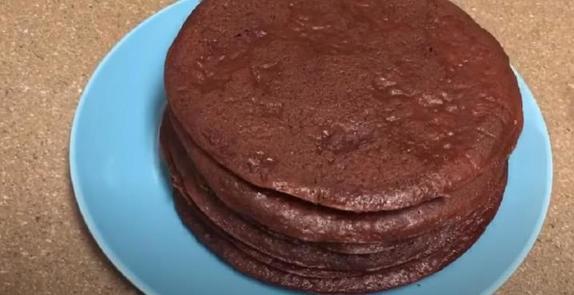 Шоколадный торт готовлю на сковороде   коржи получаются не хуже, чем в духовке