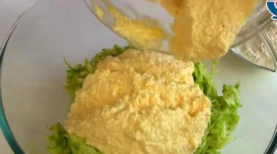 Что может быть лучше творога и кабачков летом? Только воздушная нежная запеканка из них: рецепт с пошаговыми фото