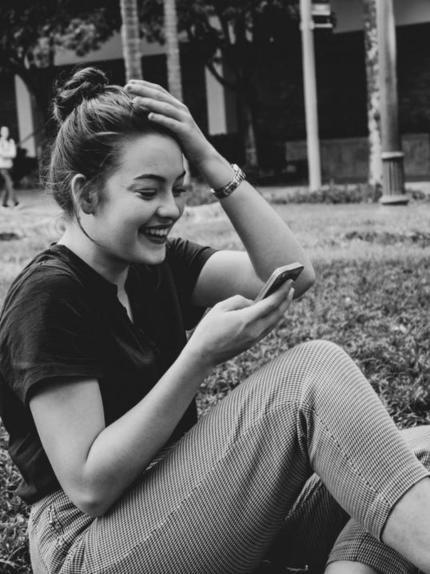 Лучше не смотреть на фотографии, а написать ему душевное СМС: как почувствовать себя лучше, когда скучаешь по нему
