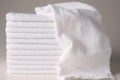 Белые кухонные полотенца меняла как перчатки, пока не нашла способ их отстирать без кипячения: подсолнечное масло и простой отбеливатель