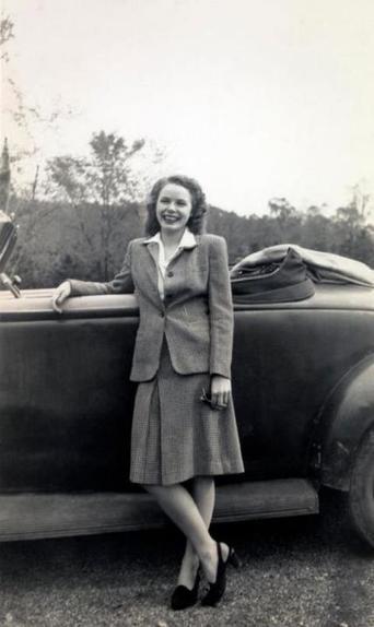 Женская одежда во многом напоминала мужскую: что носили модницы 1940 х годов (редкие фото)