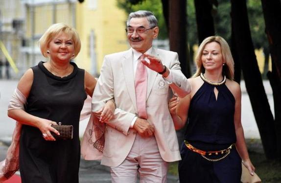 Александр Панкратов-Черный узаконил отношения с любимой после 40 лет гражданского брака. Как выглядит его супруга (фото)