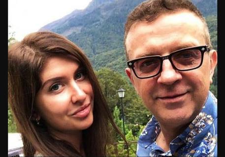 Большая семья – счастье: музыкант Роман Жуков женится на девушке с ребенком