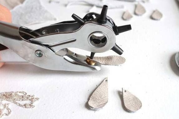 В шкатулке полно бижутерии, но я на нее почти не трачусь - мастерю украшения сама: мастер-класс по созданию стильных сережек