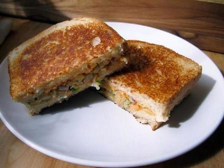 Сэндвич с растительной начинкой: вместо сыра кладу на хлеб пюре из нута
