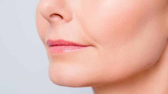 Линии счастья: приемы, которые помогут спрятать мимические морщинки у рта