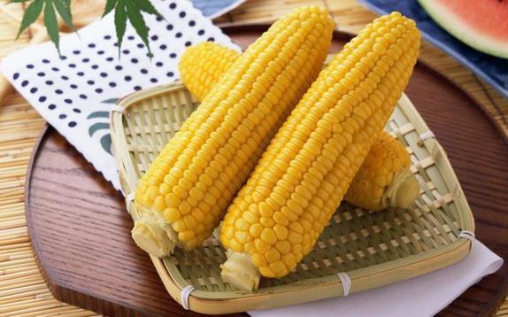 Зимой вернуться мысленно в лето нам помогает баночка ароматной кукурузы: дети уплетают за обе щеки