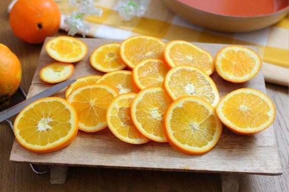 Готовлю к чаю творожный рулет с апельсином: со сменой сезонов не дорожает и вкус не приедается