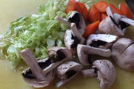 На завтрак готовлю сытные маффины с яйцом и овощами: семья из за стола выходит сытой и довольной