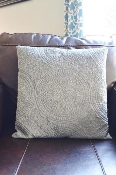 Научилась быстро и просто шить наволочки для декоративных подушек. С этой инструкцией справится и начинающий