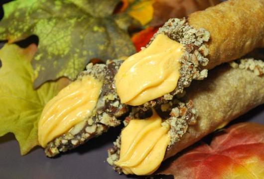 Хрустящие канноли с тыквенным кремом: выпечка, от которой очень сложно оторваться