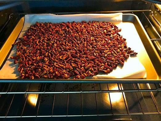 Часто готовлю сочный кекс с яблоками, сметаной и орехами: выпечку любит вся семья