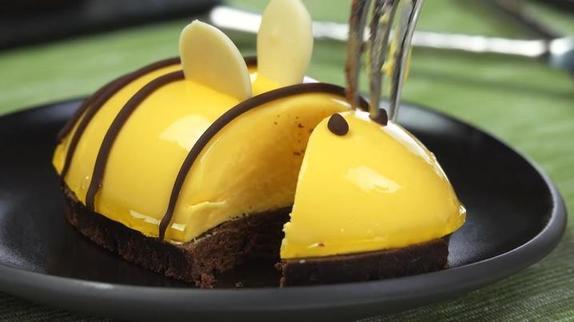 На детские праздники готовлю пирожные «Пчелка»: получается красиво и вкусно