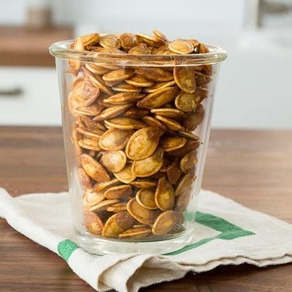 Запекаю тыквенные семечки в духовке: получается натуральная и вкусная закуска