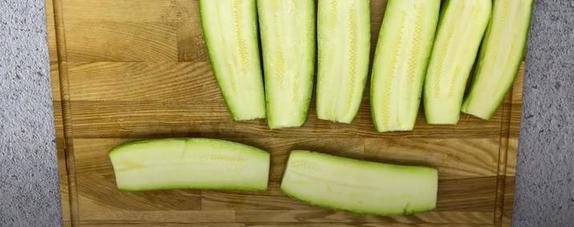 Идеальное блюдо для тех, кто придерживается здорового питания: кабачки с творожной начинкой