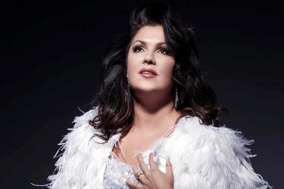 Дорого и стильно: Анна Нетребко рассказала, что сама покупает платья для концертных выступлений