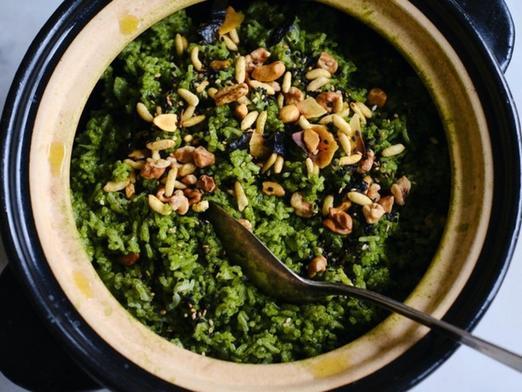 Придя к подруге в гости и увидев на столе зеленый рис, я сначала очень удивилась, но, попробовав, сразу взяла рецепт