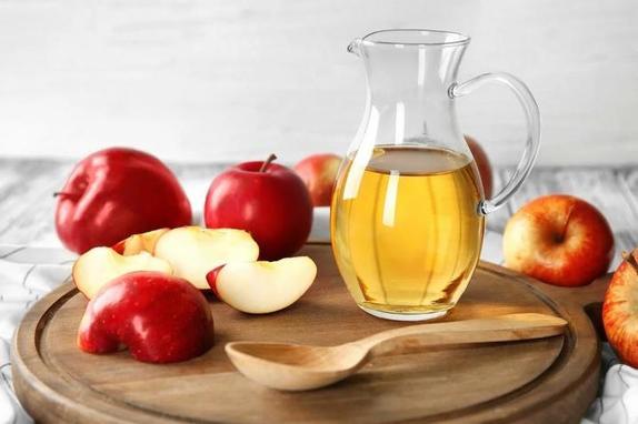 Что произойдет, если вы начнете ежедневно протирать лицо яблочным уксусом: для поврежденной и здоровой кожи результат разный