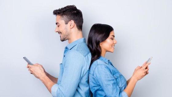 Парень быстро отвечает в переписке: какие еще привычки говорят об испытываемых им чувствах