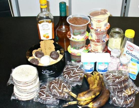 Остатки печенья, фруктов, йогурта и варенья. Из всего этого можно сделать чудесные пирожные в стакане