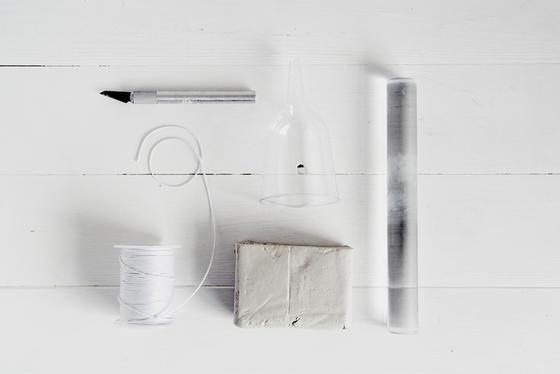 Из полимерной глины сделала милые, аккуратные колокольчики. Поделка простая, но украшает дом и смотрится немного сказочно