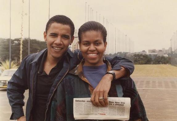 Мишель Обама носит этот аксессуар уже несколько десятилетий: какие серьги выбирает бывшая первая леди (фото)