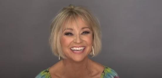 Укоротил длину и покрасил в блондинку: известный парикмахер преобразил женщину. Она даже не ожидала, что получится так красиво