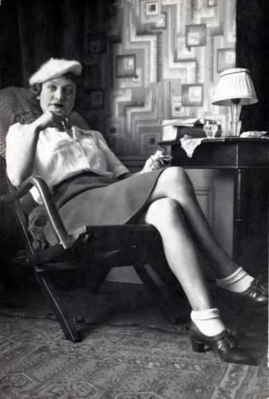 Женская одежда во многом напоминала мужскую: что носили модницы 1940-х годов (редкие фото)