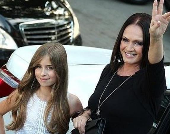 Внучка Софии Ротару хорошеет с каждым днем. Новые фото 19-летней красавицы