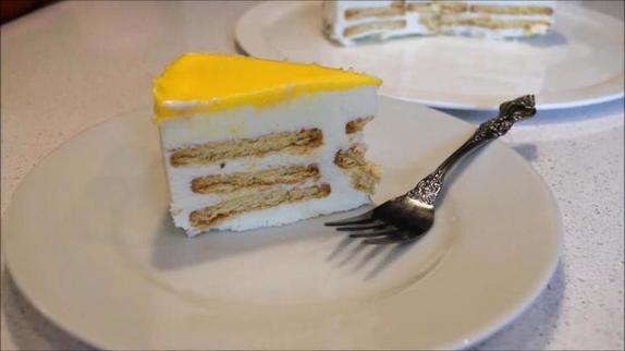 В жару готовлю замороженный торт из печенья  Мария . Дети любят его больше, чем мороженое